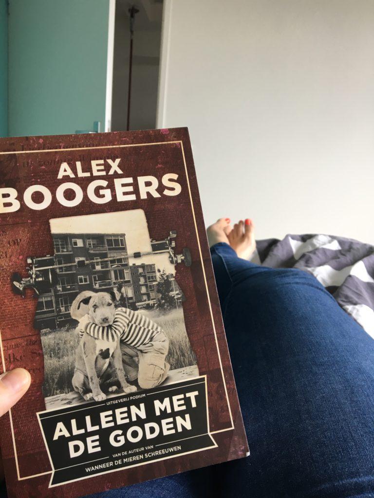 Boekje lezen op bed