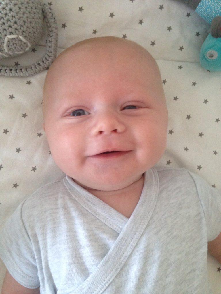 Oliver lacht steeds vaker. Mooi ventje