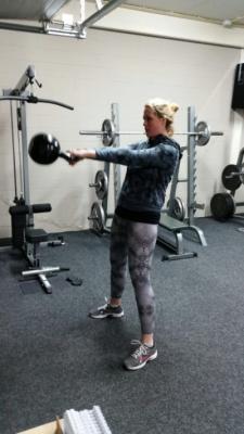 Kettlebell swings met 32 kg
