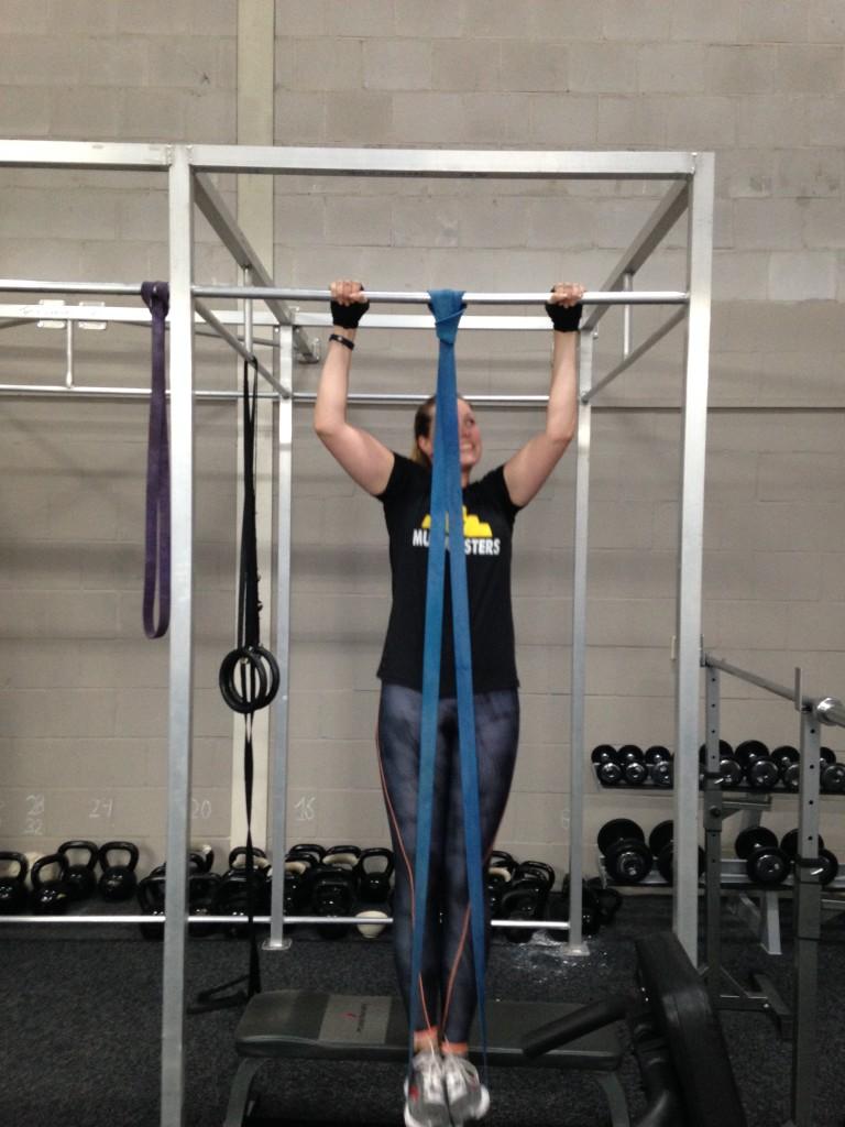 En ik trok me voor het eerst op sinds ik bij deze gym train. Met elastiek haalde ik vijf keer. Vanaf hier verder groeien