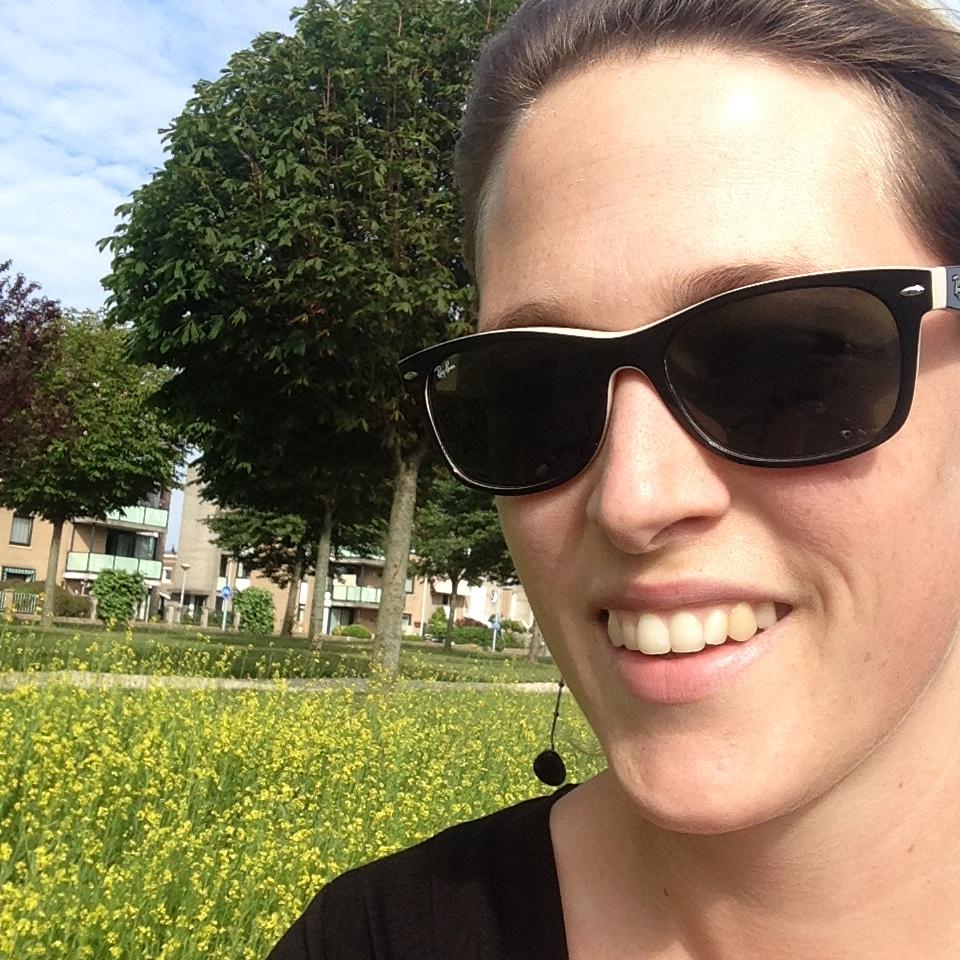 Lekker op de fiets naar huis, het zonnetje schijnt en ik kan eindelijk met zonder jas fietsen ;-)