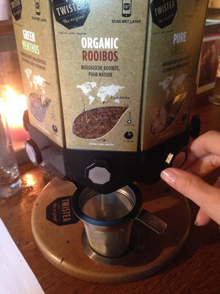 Ontzettend leuke manier van thee serveren, even aan het knopje draaien et voilà!