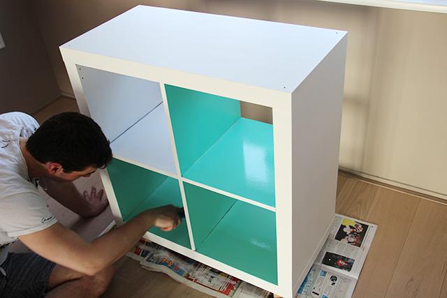 Leuk idee, om de binnenkant dezelfde kleur te geven als de muur.